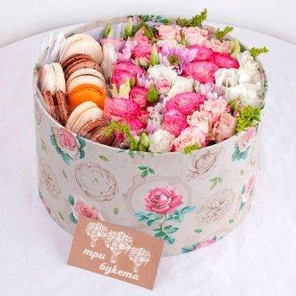 8 макарун с кустовыми розами