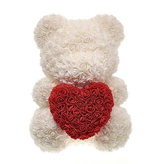 Мишка с сердцем белого цвета
