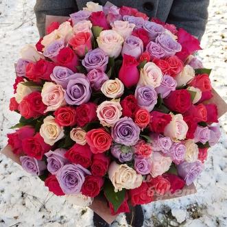 101-raznocvetnaya-roza-premium-70-sm